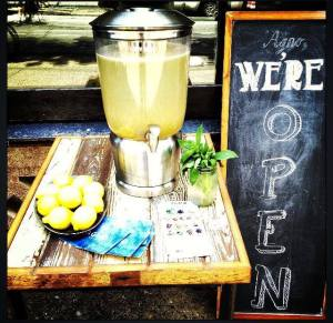 Front of restaurant, with lemonade stand